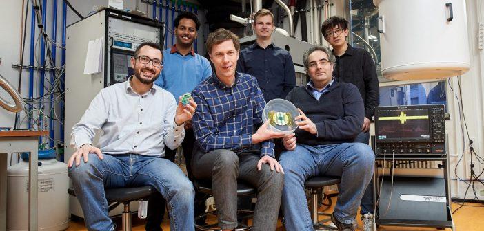 Koudebestendige chip Qutech en Intel opent de weg naar schaalbare quantumcomputer
