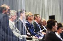 De 'zaal' debatteert mee; vierde van links Maarten de Winter (Archimedes), rechts naast hem Frans Geerts (tbp electronics).